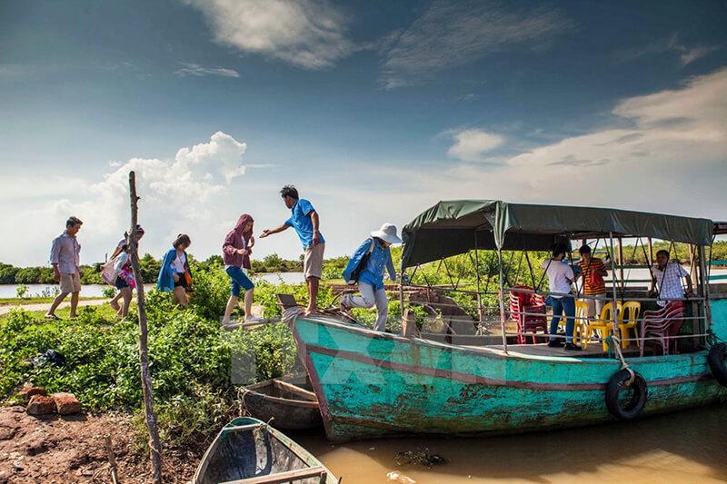 Đi tàu sông khám phá hệ sinh thái vườn quốc gia