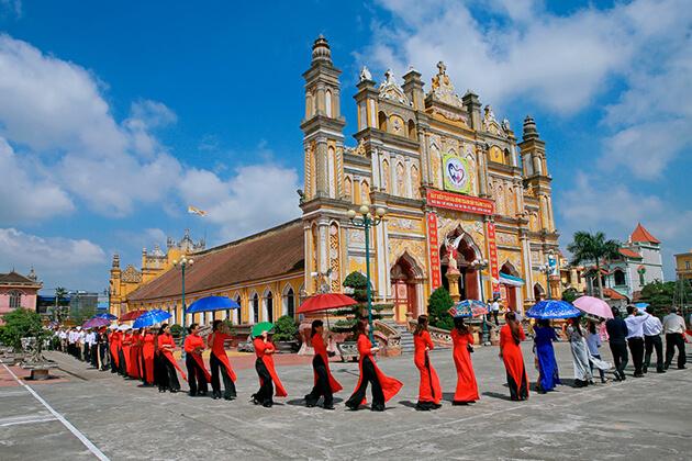 Ngày lễ thánh của người công giáo Trung Lao tại Nam Định