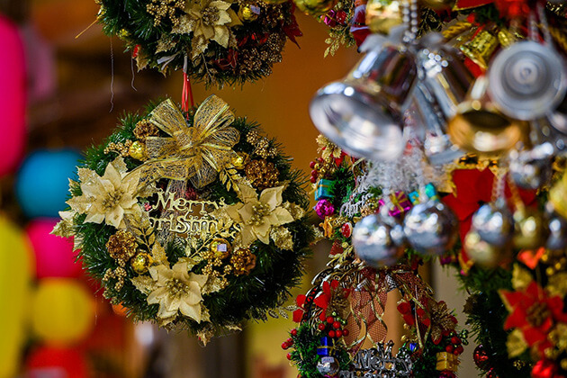 trang trí cây thông noel trong ngày lễ giáng sinh ở Nam Định